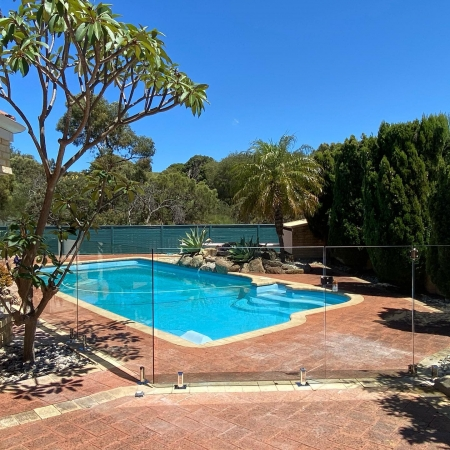 Frameless glass pool fencing by Diamond Glass Perth